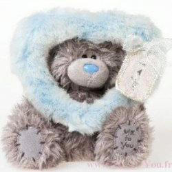 Игрушка плюшевая MTY (Me To You) -  мишка смотрит сквозь голубое сердце 17 см (арт. G01W2002)